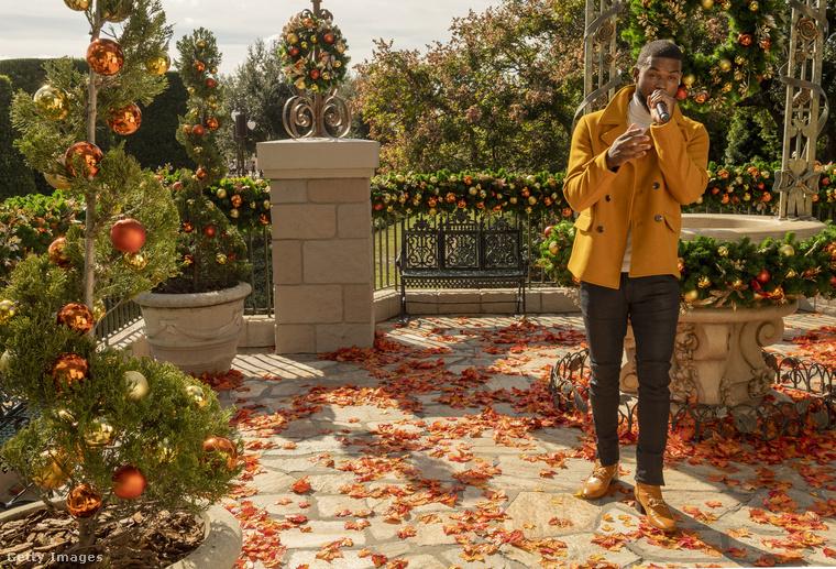Trevor Jackson Broadway- és sorozatszínész is énekelt egyet.