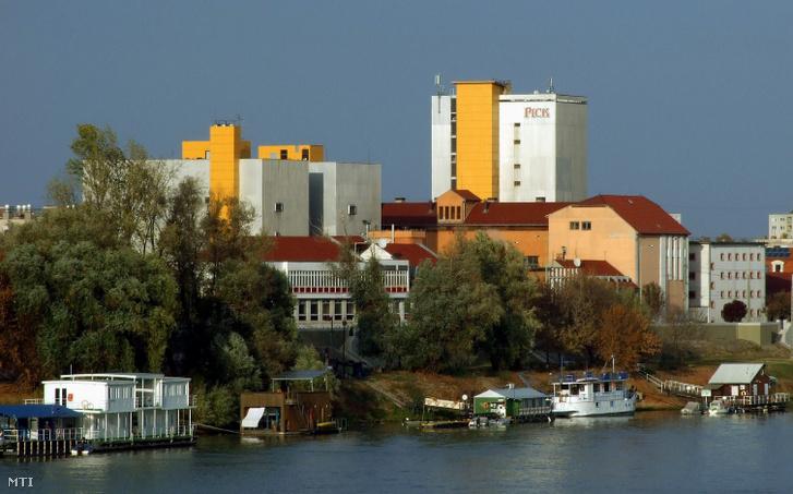 A termékeiről világhírű Pick Szalámigyár (hivatalos nevén Pick Szeged Zrt.) üzemépületei a Tisza-parton