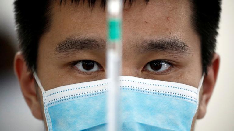 Szegény ember vakcinája lenne a kínai oltóanyag?