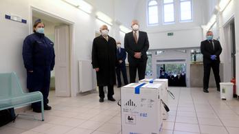 Kásler Miklós szilveszterre ígért újabb adag vakcinát