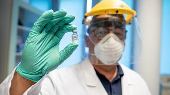 Merkely Béla beoltotta kollégáit, de a ő még nem kaphat a vakcinából