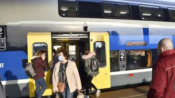 A vasúti és a buszközlekedés is igazodik az év végi ünnepkörhöz