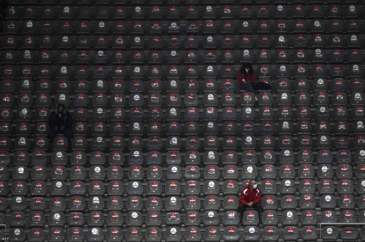 A részleges stadionnyitás újabb példája: a portugál SC Braga néhány szurkolója a Municipal Stadionban nézhette az AEK Athén elleni Európa-liga-csoportmeccset.