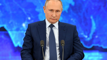 Vlagyimir Putyin is beoltatja magát
