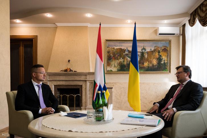 Szijjártó Péter külgazdasági és külügyminiszter és Dmitro Kuleba ukrán külügyminiszter megbeszélése Ungváron a Kárpátaljai Megyei Állami Közigazgatási Hivatal épületében 2020. szeptember 23-án.