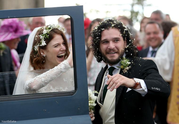 És azóta összeházasodtak, sőt, első gyereküket várják.