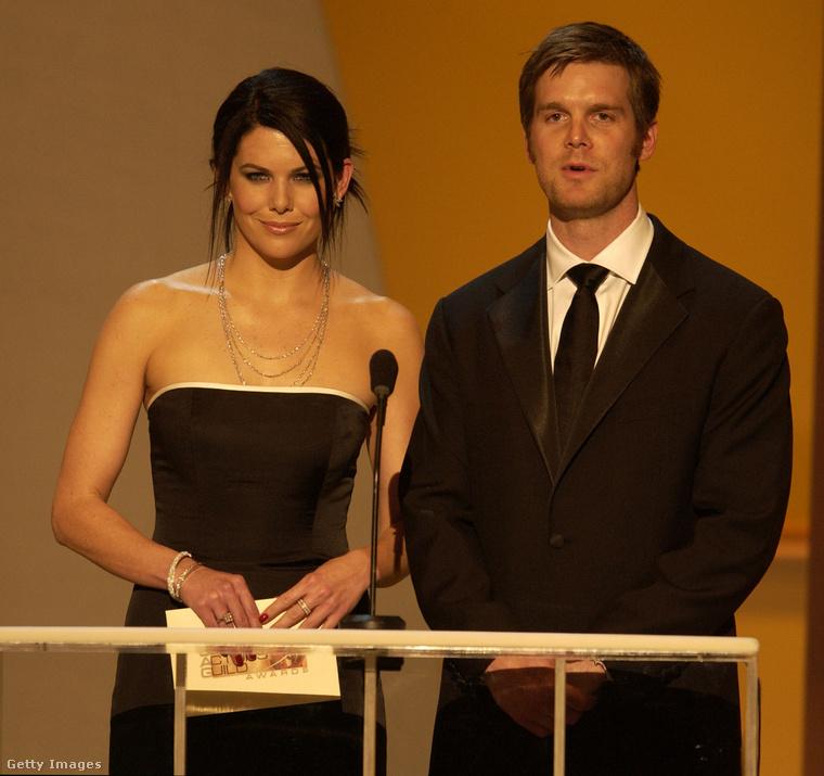 Lauren Graham és Peter Krause színészek többször is dolgoztak együtt, először ebben a sorozatban
