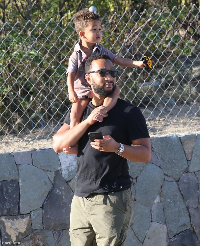 Íme az apuka két és fél éves kisfiával.