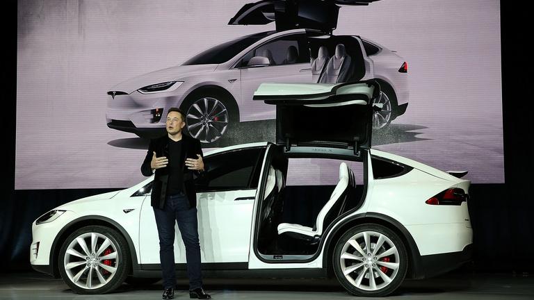Átlépte a 800 milliárd dollárt a Tesla piaci tőkeértéke