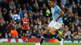Pozitív vírustesztek miatt elhalasztják a Premier League hétfői rangadóját