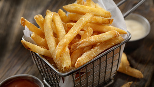 Így lesz még ropogósabb a sült krumplid: 3 + 1 trükk a tökéletes végeredményért