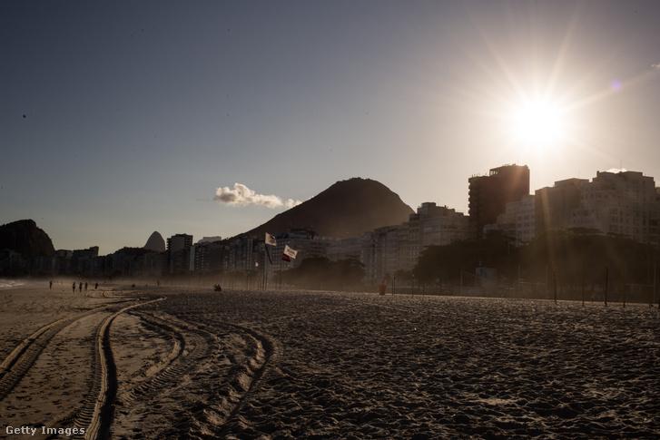 A csaknem üres Copacabana a lezárások után 2020 március 25-én.