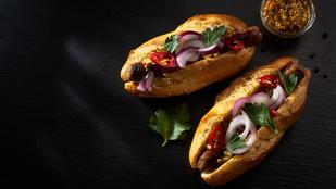 Emeld a hot dogokat egy magasabb szintre sült hagymával és juharszirupos mustárral