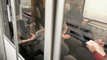 Egy vagonba zsúfolták az utasokat az InterCityn
