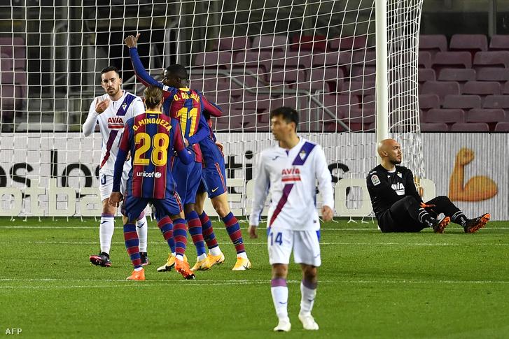 Ousmane Dembélé gólját ünneplik a hazaiak