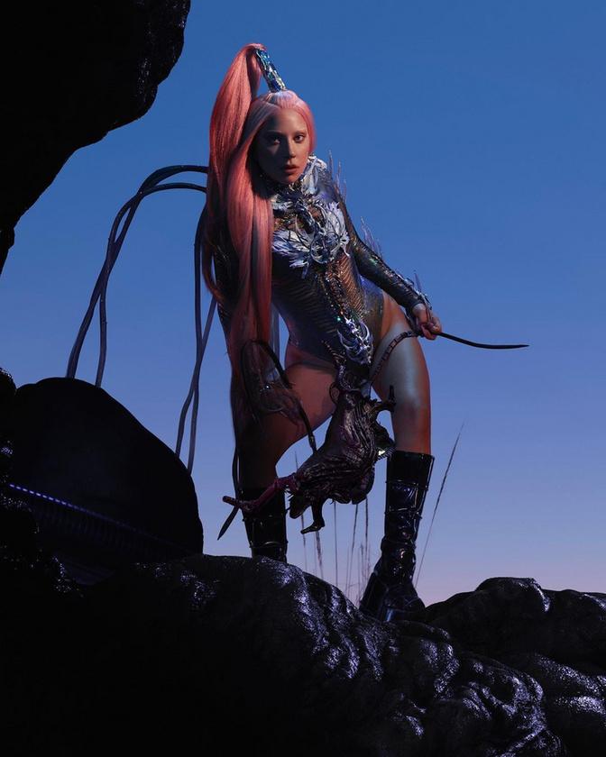 Az utóbbi név Lady Gaga Chromatica című albumára utal, ehhez választotta az énekesnő ezt a fajta megjelenést.