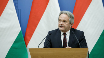 Az államtitkár szerint nem feladata tudni a magyar hírszerzésnek a Szájer-botrányról