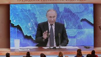 A sajtót korlátozó és a kormányellenes tiltakozások lehetőségeit szűkítő törvényeket írt alá Vlagyimir Putyin