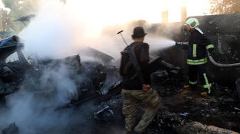 Csaknem harminc embert gyilkoltak meg terroristák Szíriában egy busz elleni bestiális támadásban