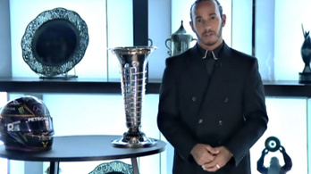 Új név a Forma–1-ben: Sir Lewis Hamilton