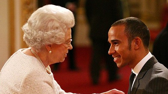 A 2008-as győzelme után MBE (A Brit Birodalom Tagja) kitüntetést kapott.