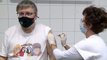 Beoltották a győri polgármestert a koronavírus elleni vakcinával