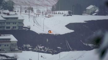 Eltűntek után kutatnak a norvégiai földcsuszamlás helyszínén
