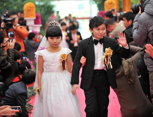 Törpenövésű árnyjátékosok esküvője Pekingben