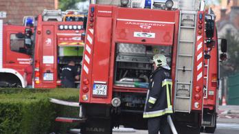 Rengeteg dolguk volt a tűzoltóknak az új évre virradóra