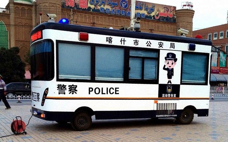 Rengeteg van Kínában a fura kis rendőrbuszból