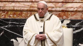 Ferenc pápa a törődést és a békét sürgette újévi beszédében