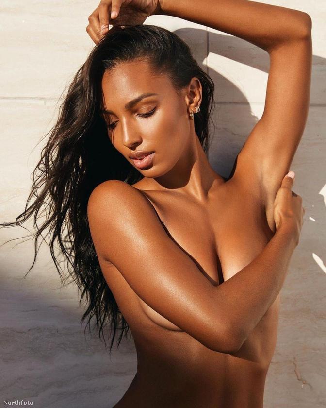 Jasmine Tookes modell valami csodakrémet reklámoz, ami fantasztikus hatással van a bőrre, blablabla.