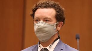 Danny Masterson megfélemlítési ügyeiben a szcientológusok döntenek majd
