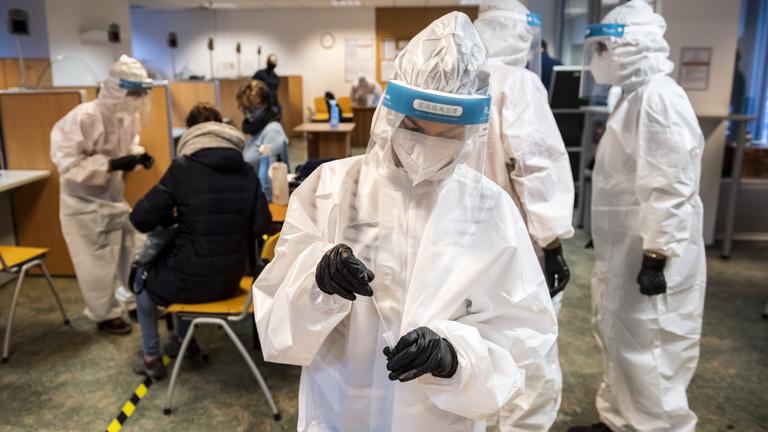 Már negyvenhét egészségügyi dolgozó hunyt el koronavírus-fertőzésben