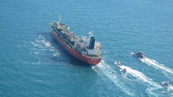 Lefoglaltak egy dél-koreai tankert, szennyező anyagok szivárogtak belőle
