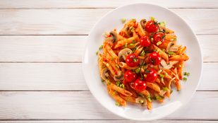 Vegán változatban is készítheted ezt a paradicsomos-gombás olasz tésztát