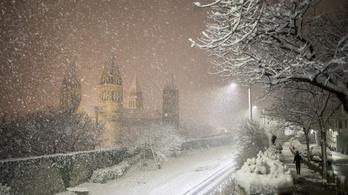 A fél országot befedheti a hó