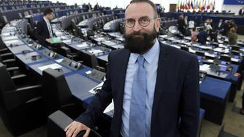 Szájer József lemond a diplomata útleveléről