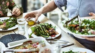Halloumi-répa-narancs saláta – így nem nehéz egészségesebben élni