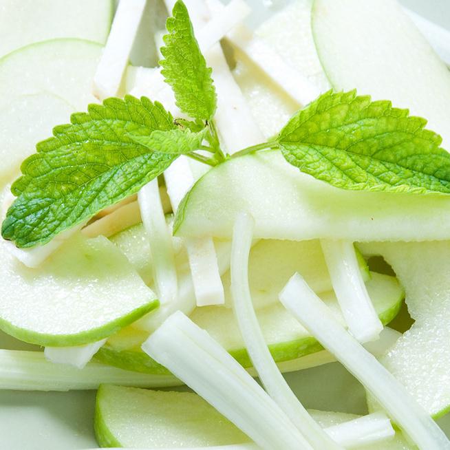 Vitaminokban gazdag, zelleres almasaláta: sültek mellé tökéletes lesz