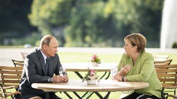 Szorosabb együttműködésről egyeztetett Angela Markel és Putyin