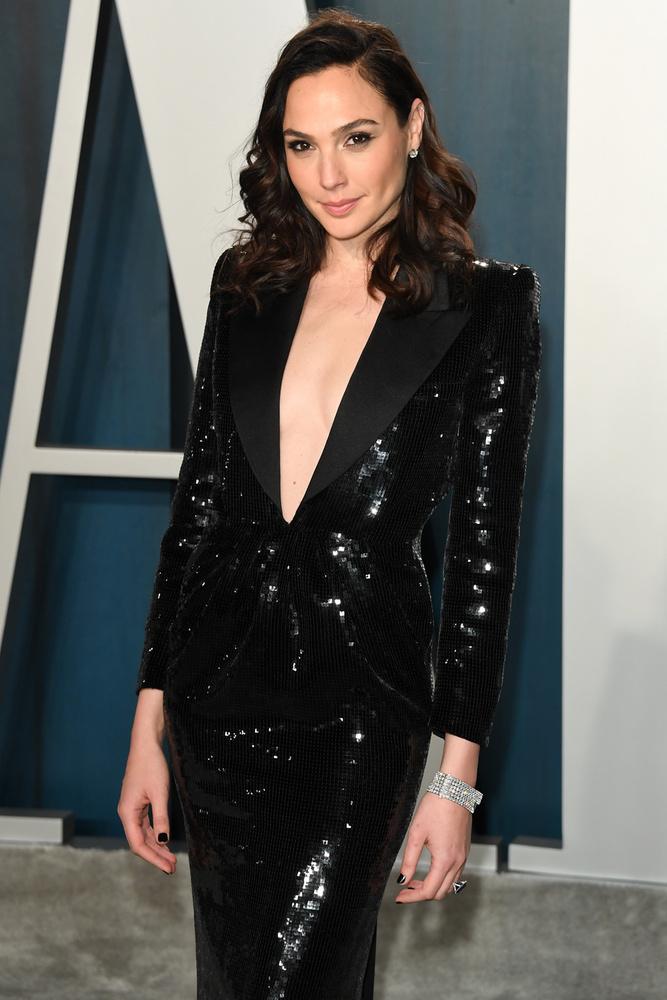 Wonder Woman, alias Gal Gadot szintén Jimmy Kimmelnek tartott nyelvleckét a saját vezetéknevéről, ami héberül folyópartot jelent
