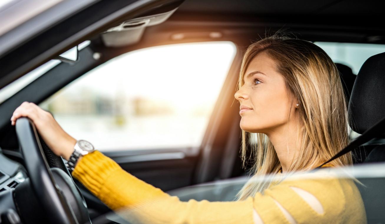 nő vezet nyitó