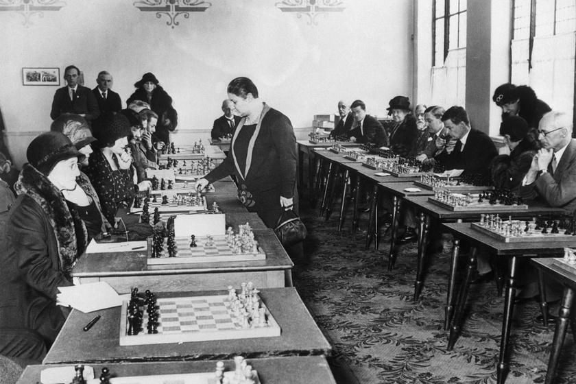 Ő a sakktörténelem első női világbajnoka: Vera Menchik már A vezércsel története előtt óriási sikereket ért el