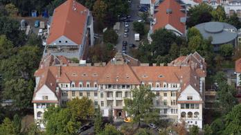 Nem lehet fogadott orvossal szülni a Debreceni Egyetem klinikáján