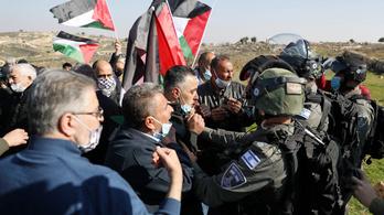 Izraeli katonák agyonlőttek egy palesztin késes támadót