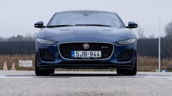 Jaguar F-Type P450 AWD – 2020.