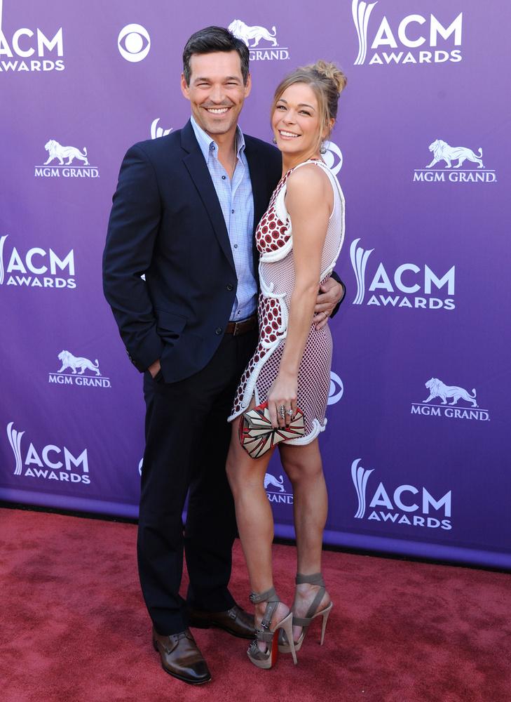 Eddie Cibrian 2011-ben vette feleségül LeAnn Rimest, akivel két évvel korábban, az Éjszaki fény c