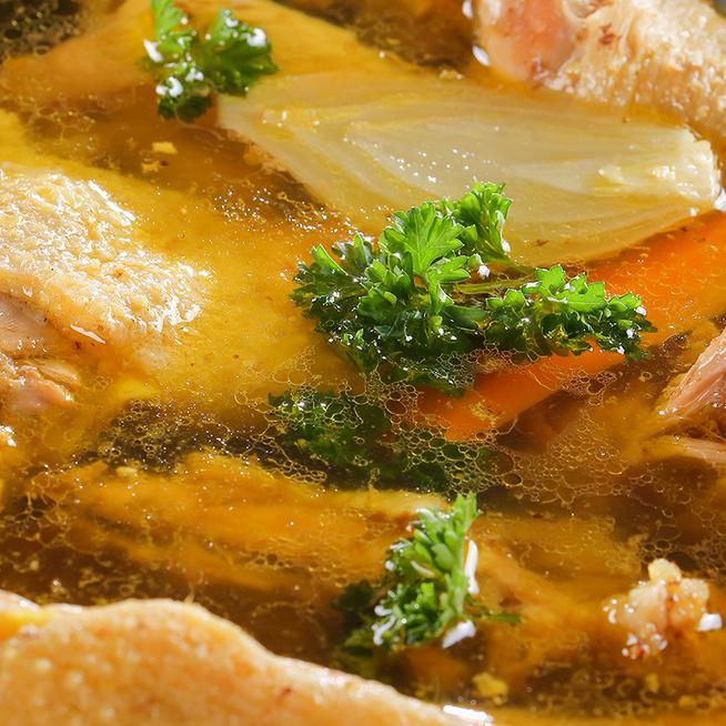 Túl zsíros lett a leves? Semmi pánik, mutatunk pár trükköt, amivel feljavíthatod az ételt