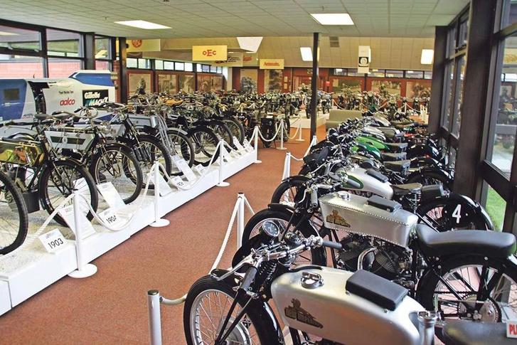 A National Motorcycle Museumban több száz motor van